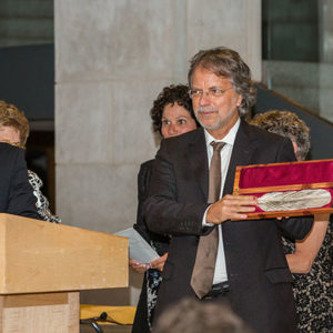 Mia Couto receiving the Neustadt Prize. Photo by Vanessa Rudloff.